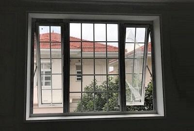 Cửa sổ nhôm Xingfa mở hất đẹp