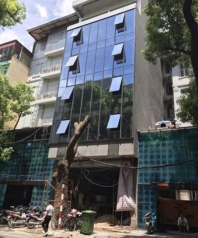 Nhà phố dùng nhôm Xingfa kết hợp với kính phản quang chắn nắng