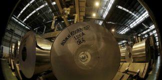 Các cuộn nhôm tại nhà máy nhôm Novelis ở Pindamonhangaba, Brazil, ngày 19/6/2015. Ảnh: Paulo Whitaker
