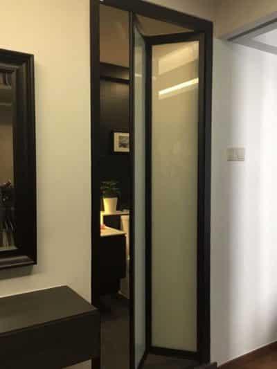 Hình ảnh cửa nhà vệ sinh bằng nhôm