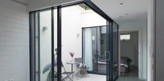 Thiết kế cửa trượt hoàn hảo cho ban công hoặc giếng trời