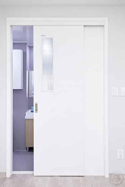 Cửa lùa thiết kế thích hợp cho văn phòng hoặc phòng khám