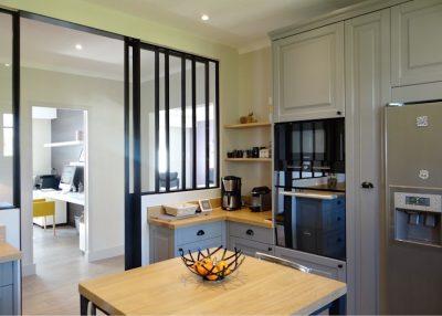 Tiết kiệm không gian bếp bằng cửa đi lùa