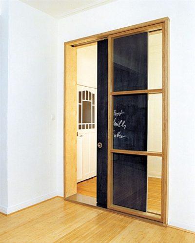 Cửa gỗ lùa một bên cho phòng nhỏ