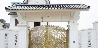 Nhà thêm sang chảnh với cổng cửa đi nhôm đúc