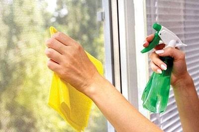 Cách tẩy trắng nhôm và kính bằng dung dịch vệ sinh cửa nhôm
