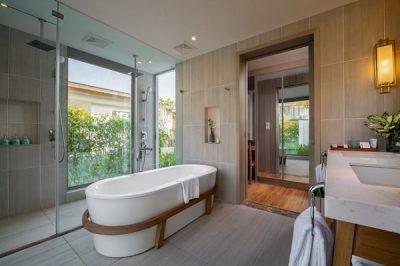 Khu phòng tắm, phòng thay đồ tại Radisson Blu Resort Cam Ranh