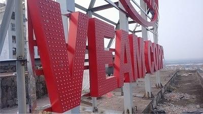 Bộ chữ nóc tòa nhà được làm từ chất liệu Alu