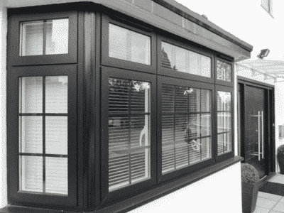 Cửa sổ nhôm Xingfa có rèm, tạo không gian riêng tư cho gia chủ