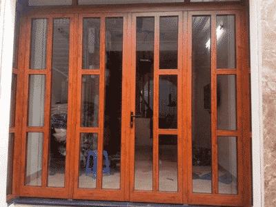Cửa Xingfa vân gỗ được chia đố ngang dọc