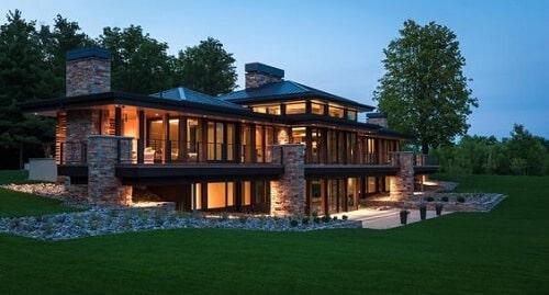Những ngôi nhà mang hơi hướng hiện đại đều sử dụng nhôm kính tôn lên kiến trúc của công trình