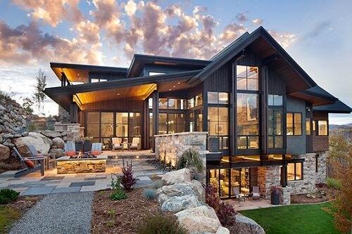 Dù là phong cách kiến trúc nào, cửa nhôm luôn là ưu tiên hàng đầu