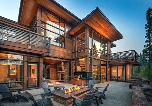Cửa nhôm kính kết hợp với gỗ cho ngôi nhà thêm ấm áp