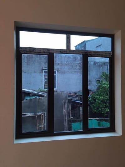 Mẫu cửa nhôm kính màu đen