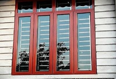 Mẫu cửa nhôm kính Việt Pháp màu vân gỗ