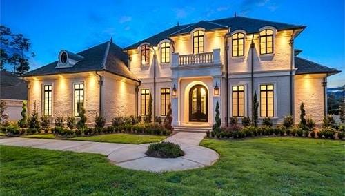 Ngôi nhà mang phong cách cổ điển kết hợp với sự hiện đại trong thiết kế